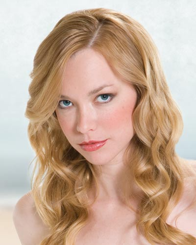 picture of girl using Pravana The Beach Wave Control Mist