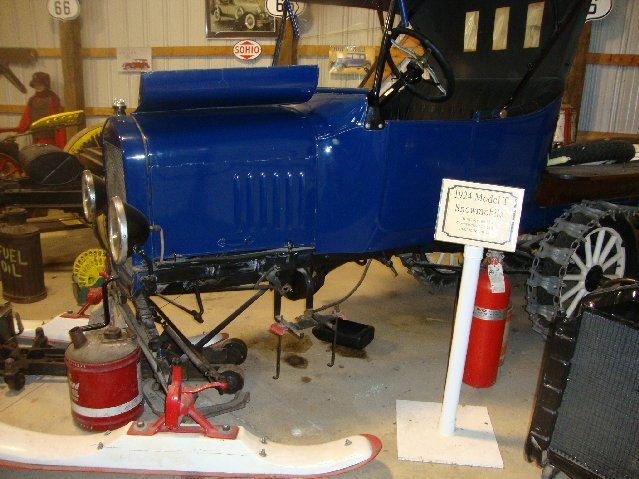 picture of Things to do Free at Put-in-Bay Antique Car Museum