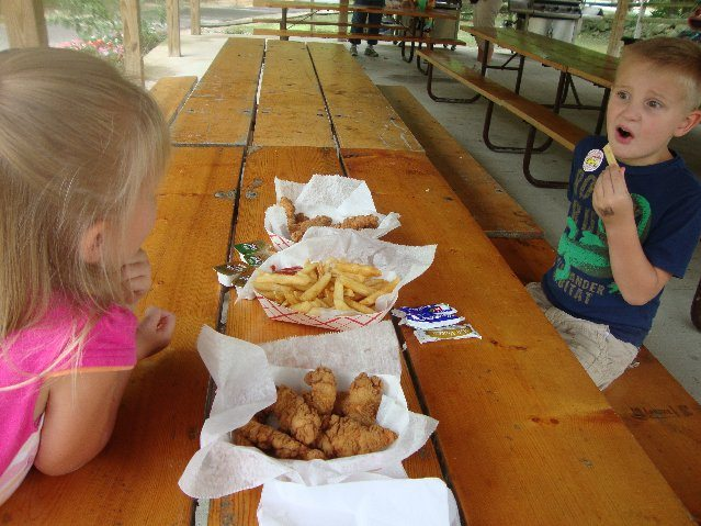 picture of Eating at Put-in-Bay at Dan Dees Snack Bar