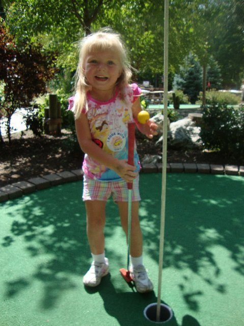 picture of Elizabeth Playing Miniature Golf at Put-in-Bay
