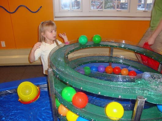 picture of little kidspace Splish Splash water table at COSI