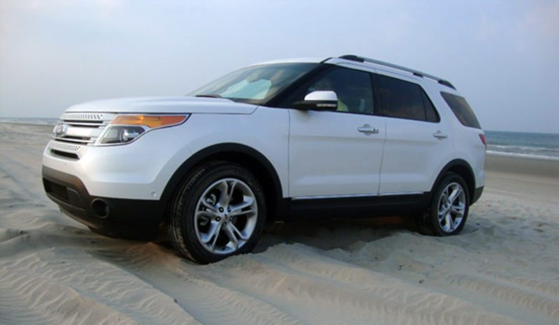 Ford Explorer in deep sand