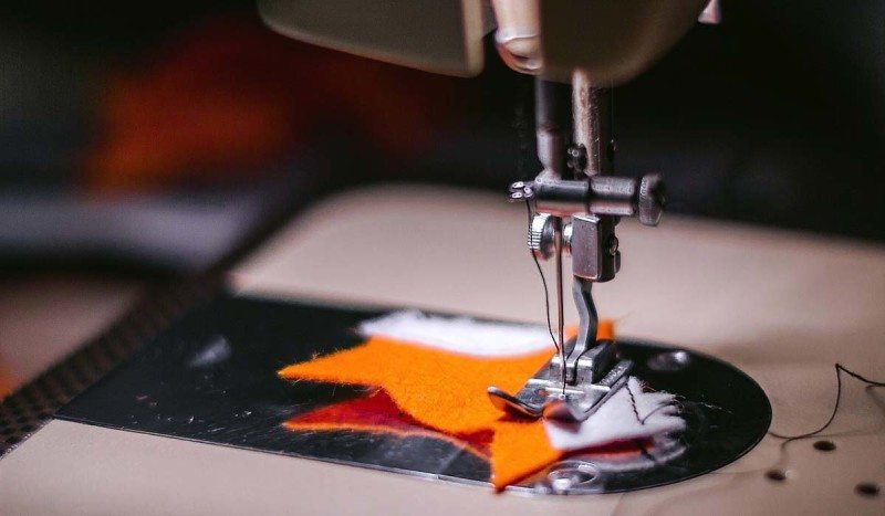 https://www.google.com/url?q=https%3A%2F%2Fpixabay.com%2Fen%2Fsewing-machine-fabric-cloth-925458%2F