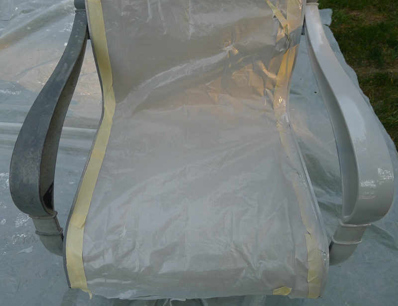 before and after Rust-oleum outside chairs