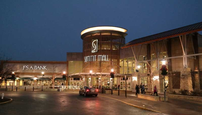 Christmas Shopping at Summit Mall